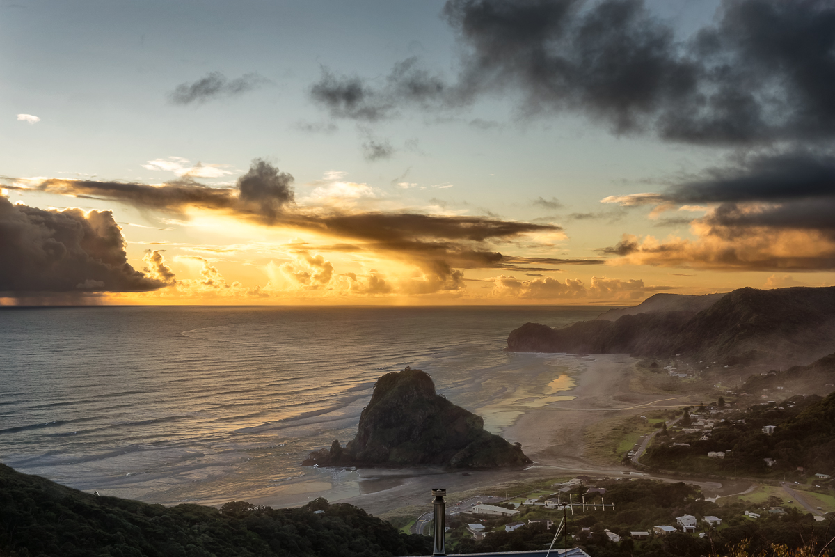 Sunset_at_Piha_Beach2.jpg