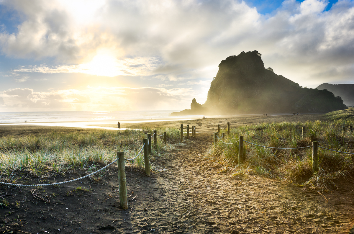 Sunsetting_at_Piha_Beach_Auckland.jpg